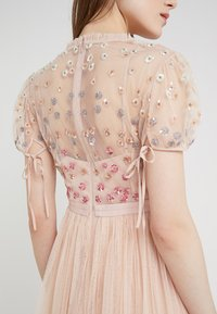 Needle & Thread - RAINBOW SHIMMER - Koktejlové šaty/ šaty na párty - rose quartz - 4