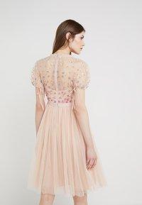Needle & Thread - RAINBOW SHIMMER - Koktejlové šaty/ šaty na párty - rose quartz - 2