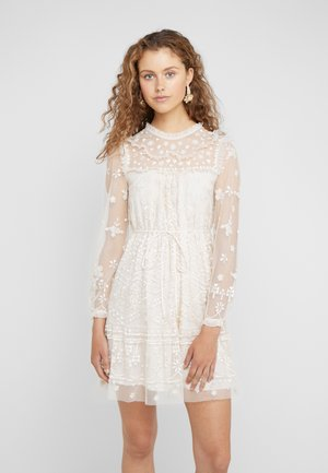 ESME DAY DRESS - Cocktailjurk - champagne