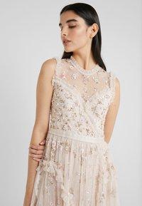 Needle & Thread - SHIMMER DITSY DRESS - Cocktailklänning - pearl rose - 3