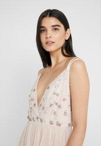 Needle & Thread - NEVE EMBELLISHED BODICE DRESS - Festklänning - pearl rose - 5