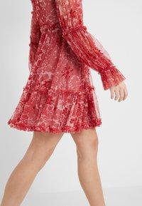 Needle & Thread - ANYA EMBELLISHED DRESS - Vardagsklänning - cherry red - 3