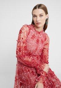 Needle & Thread - ANYA EMBELLISHED DRESS - Vardagsklänning - cherry red - 5