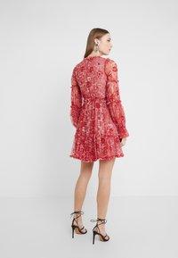 Needle & Thread - ANYA EMBELLISHED DRESS - Vardagsklänning - cherry red - 2