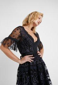 Needle & Thread - MIDSUMMER LACE DRESS - Cocktailkjole - ballet black - 3