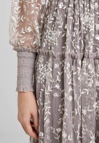 Needle & Thread - Iltapuku - lavender/champagne - 7