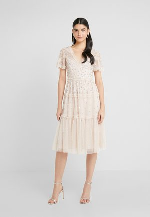 RUFFLE GLIMMER DRESS - Cocktailkjole - pearl rose