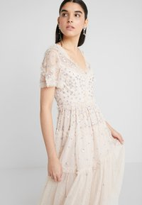 Needle & Thread - RUFFLE GLIMMER DRESS - Cocktailklänning - pearl rose - 3
