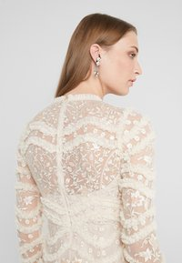 Needle & Thread - RUFFLE BLOOM DRESS - Cocktailjurk - pearl rose/champagne - 4