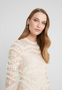 Needle & Thread - RUFFLE BLOOM DRESS - Cocktailjurk - pearl rose/champagne - 3