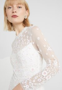 Needle & Thread - GRACIE LONG SLEEVED BRIDAL GOWN - Ballkjole - ivory - 3