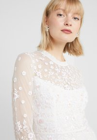 Needle & Thread - GRACIE LONG SLEEVED BRIDAL GOWN - Ballkjole - ivory - 6