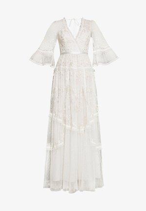 PENNYFLOWER GOWN - Společenské šaty - white