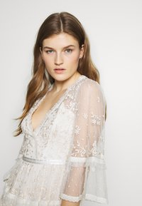 Needle & Thread - PENNYFLOWER GOWN - Occasion wear - white - 4