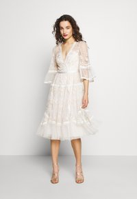Needle & Thread - PENNYFLOWER DRESS - Cocktail dress / Party dress - white - 0