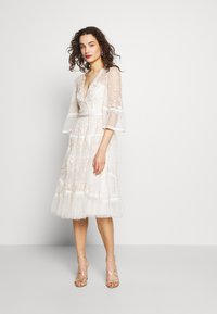 Needle & Thread - PENNYFLOWER DRESS - Cocktail dress / Party dress - white - 1