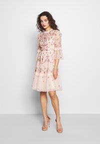 Needle & Thread - BUTTERFLY MEADOW DRESS - Cocktailklänning - meadow pink - 1