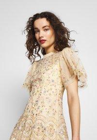 Needle & Thread - SWEET PETAL SHORT SLEEVE DRESS - Vestito elegante - yellow - 3