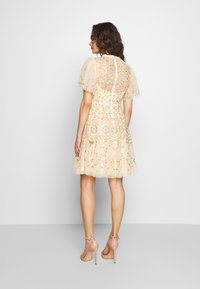 Needle & Thread - SWEET PETAL SHORT SLEEVE DRESS - Vestito elegante - yellow - 2