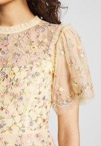 Needle & Thread - SWEET PETAL SHORT SLEEVE DRESS - Vestito elegante - yellow - 6
