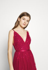 Needle & Thread - PETUNIA GOWN  EXCLUSIVE - Iltapuku - deep red - 3