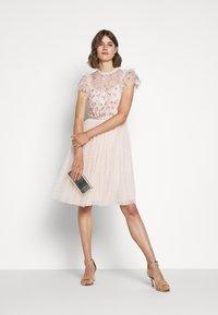 Needle & Thread - ROCOCO BODICE MIDI DRESS EXCLUSIVE - Sukienka koktajlowa - ballet slipper - 1