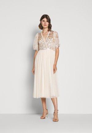 PATCHWORK BODICE BALLERINA DRESS - Vestido de cóctel - champagne/gold
