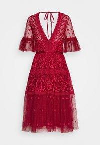 Needle & Thread - MIDSUMMER DRESS EXCLUSIVE - Vestito elegante - deep red - 0
