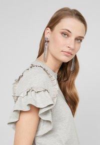 Needle & Thread - LARA RUFFLE TEE - T-shirts med print - grey marl - 3