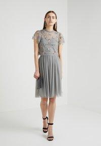 Needle & Thread - Sequin - Bluser - ash - 1