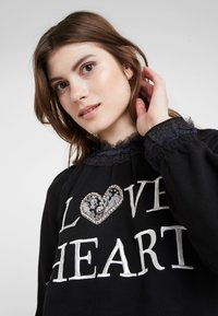 Needle & Thread - LOVE HEART SWEAT - Sweater - graphite - 3