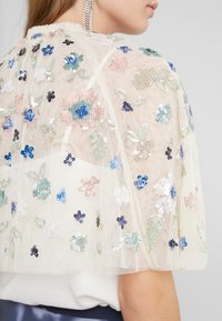 Needle & Thread - WILDFLOWER SEQUIN CAPE EXCLUSIVE - Ponczo - champagne - 5
