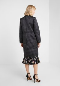 Needle & Thread - BIRDIE LOVE QUILTED COAT - Zimní kabát - graphite - 2