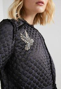 Needle & Thread - BIRDIE LOVE QUILTED COAT - Zimní kabát - graphite - 5