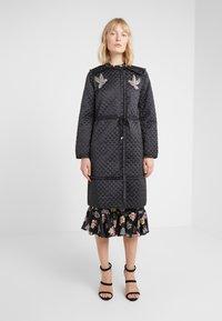 Needle & Thread - BIRDIE LOVE QUILTED COAT - Zimní kabát - graphite - 0