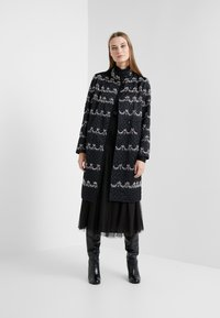 Needle & Thread - NEVE EMBELLISHED QUILTED COAT - Cappotto classico - ballet black