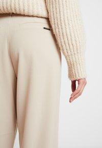 Nümph - NUMELISANDE PANTS - Trousers - humus - 3