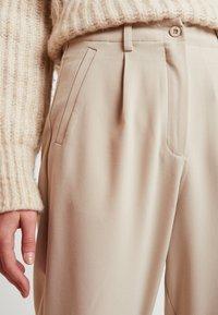 Nümph - NUMELISANDE PANTS - Trousers - humus - 5