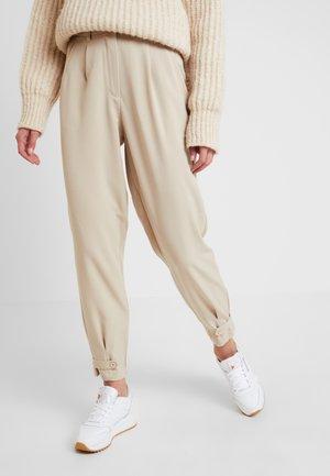 NUMELISANDE PANTS - Trousers - humus