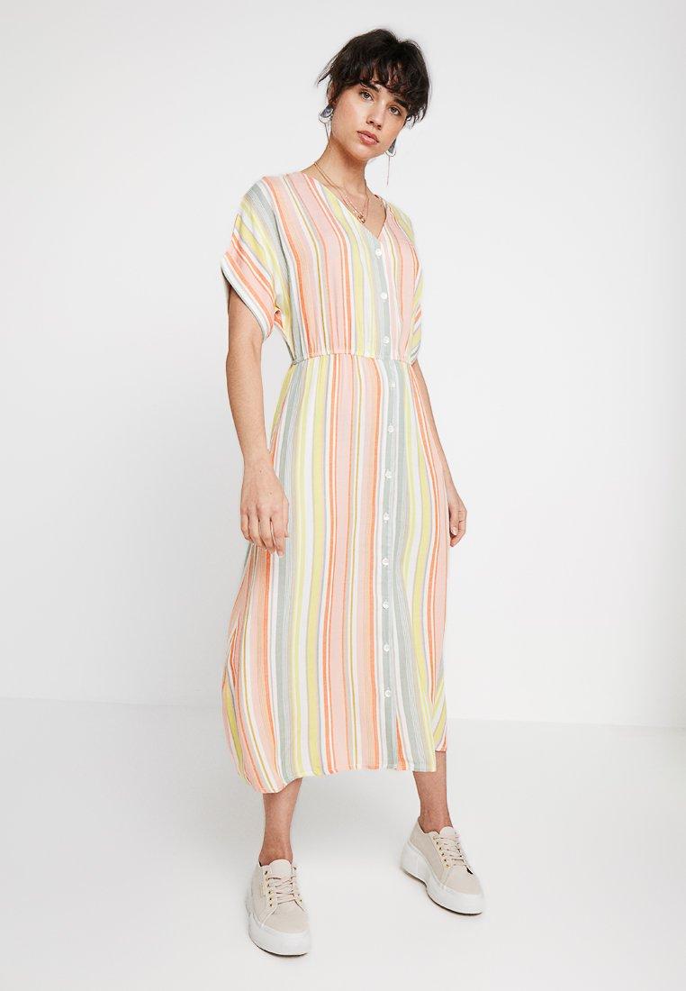 Nümph - LALANGE DRESS - Maxi dress - peach
