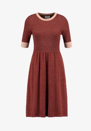 MAYBELY DRESS - Strikket kjole - fired brick