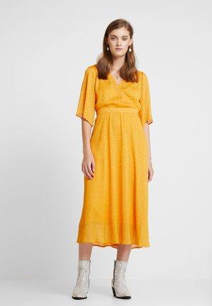 LUANDA DRESS - Maxi šaty - autumn blaze