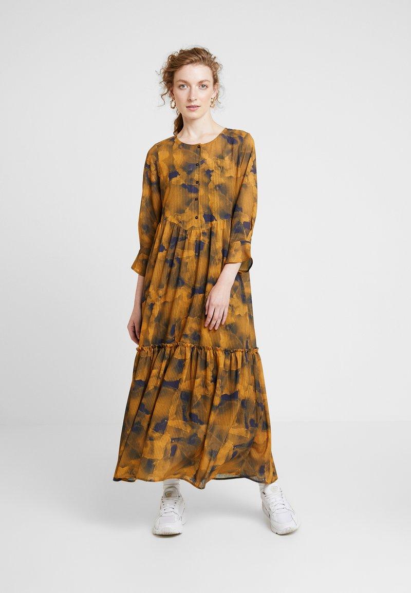 Nümph - LEIGHTON DRESS - Skjortekjole - autumn blaze