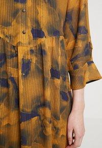 Nümph - LEIGHTON DRESS - Skjortekjole - autumn blaze - 6