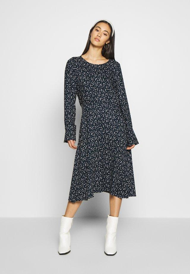 NUANNISAH DRESS - Vapaa-ajan mekko - sapphire