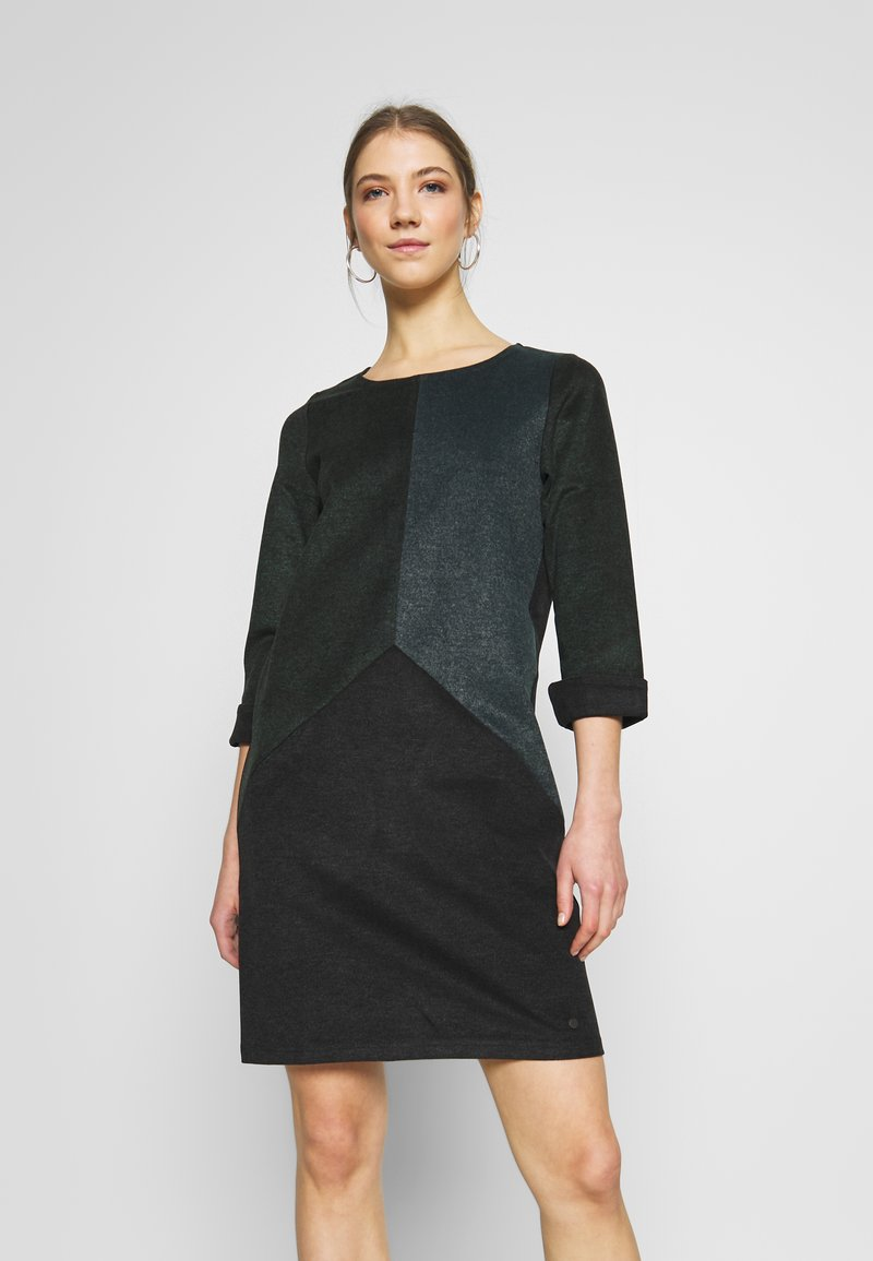 Nümph - NUKWANO DRESS - Denní šaty - ponderosa