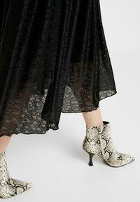 Nümph - NUMUIREANN DRESS - Cocktail dress / Party dress - caviar - 6