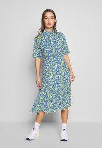 Nümph - NUAIDEEN DRESS - Skjortekjole - coast - 0