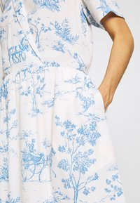 Nümph - NUARZILLA DRESS - Kjole - blue/off-white