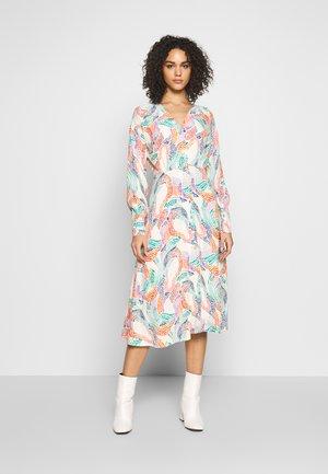 NUAIBHILIN DRESS - Korte jurk - pristine